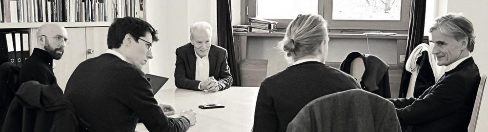 Pendant l'entretien, de gauche à droite: Louis Defèche, Jonas Lismont, Paul Mackay, Philipp Tok, Bodo von Plato.