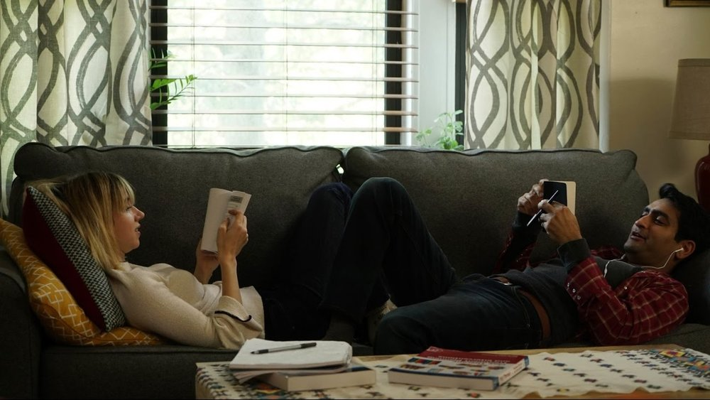 Zoe Kazan and Kumail Nanjiani in THE BIG SICK.