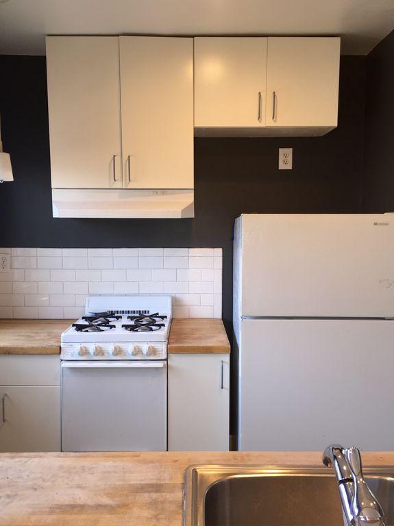 933 Hobart - Kitchen.jpg