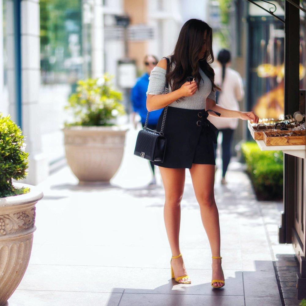 Skirt ,  Shoes ,  T  o  p (similar)
