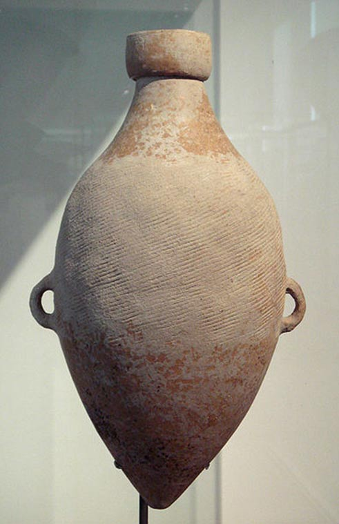 4000 BC - Clay pot unearthed in Taiwan that had been decorated with wrappings of Hemp twine.