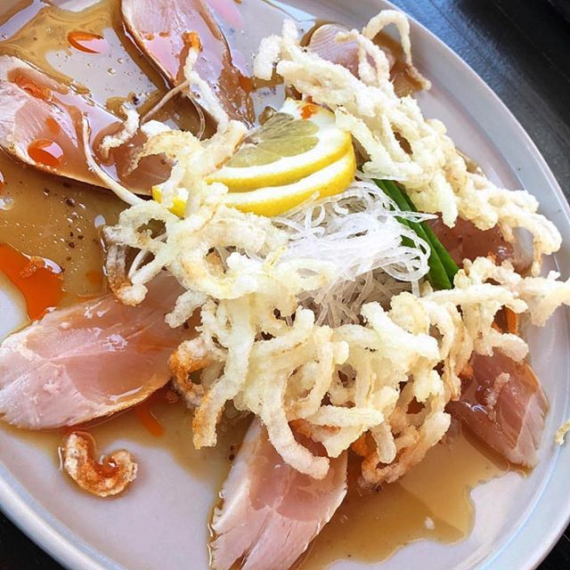 ALBACORE CARPACCIO | albacore sashimi, garlic ponzu, chili oil, and crispy onion 😋 A great starter! . . .  #sakanadtla #s #downtownla #downtown #dtla #losangeles #eater #eaterla #buzfeedfood #abc7eyewitness #downtownlanews #sushi #japanesefood #tuna #dinela #hypbeast #hypefeast #infatuationla #downtownlabar #bar  #sushibar #lahappyhour #LAsocial #exloredtla #happeningdtla #dtlanews #dtlalunch #zagat