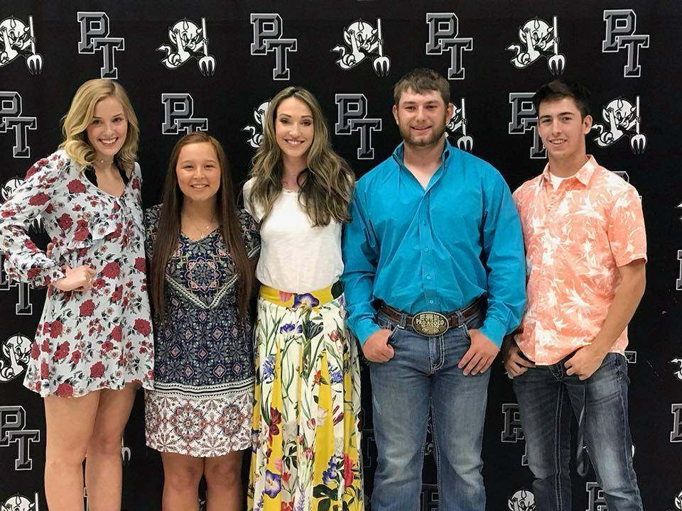 Congratulation to the 2018 Steven Sharp Memorial Scholarship recipients: Emily Sasser, Baylee Washington, Landon Mages, and Brandon Martin, who are pictured with Stephanie Sharp Gibbs (center).