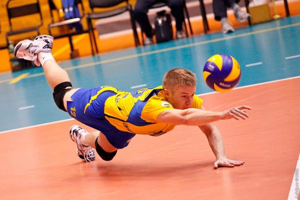 Volleyball_dig_02-2.jpg