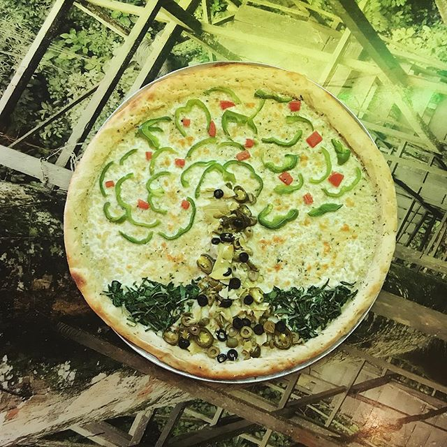 🌳 Happy Earth Day! Come enjoy a slice after the Earth Day festival ♻️🍕🌎