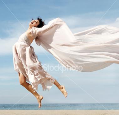 ist2_1288224_happy_woman_on_the_beach.jpg