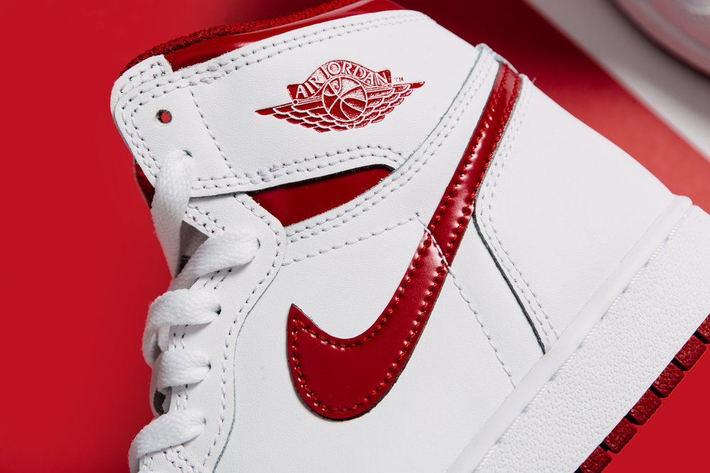 Air Jordan 1 Retro High OG Youth - White Varsity Red_0400.jpg