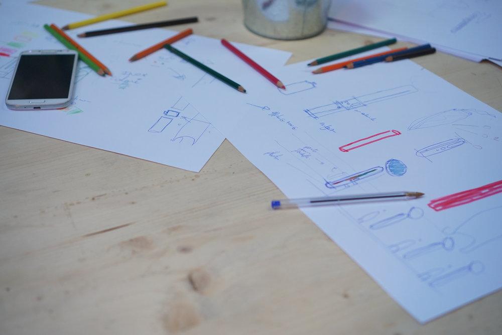 IDEATION— - L'objectif de cette étape est de réfléchir ensemble à partir des personas sur la définition des irritants, la sélection d'un irritant, et de brainstormer sur les solutions. À la fin de cette phase, les membres des groupes se sont mis d'accord sur un problème et une solution à prototyper.