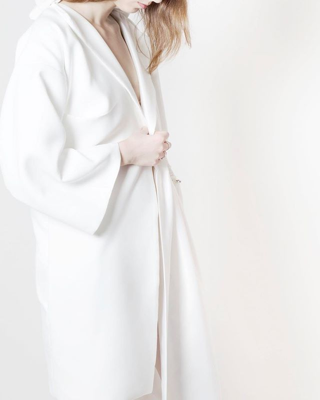 White trench  #Thesis #JenniferKoh #JenniferTKoh #parsons #parsonsfashion #parsonsparis