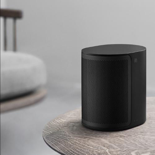 BEOPLAY M3 - De compacte, draadloze multiroomspeaker, met 40W-versterker. De speaker ondersteunt wifi-ac en bluetooth 4.2 en kan audio streamen in combinatie met Chromecast, Apple AirPlay en bluetooth-audiostreaming.€ 300,-