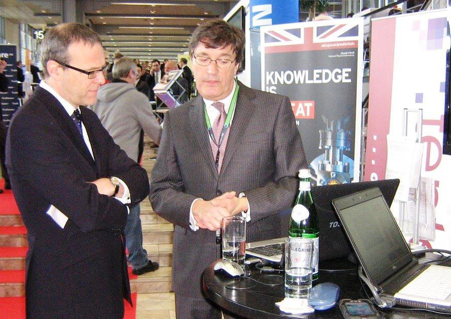 Tento Founder Introduces the British Ambassador to Germany to our technology
