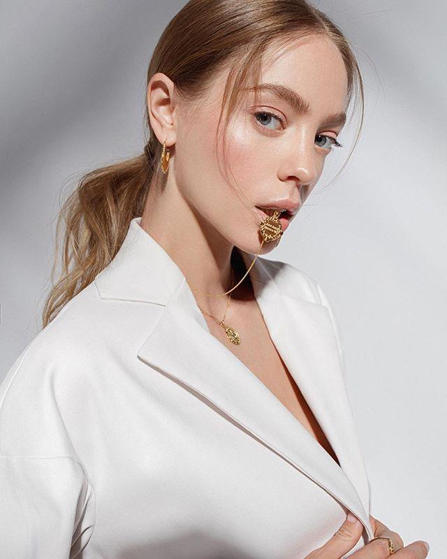 Campaign for London Jewelry brand LAV'Z @lavzjewellery featured in @voguerussia 💥@veranika_antsipava @julia_terentyeva_ @angelikabaklaha @nataeremina #campaign #jewellery #jewelry #london #campaignshoot #photography