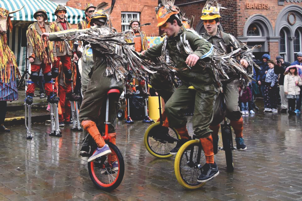 Unicycling Geese Circling