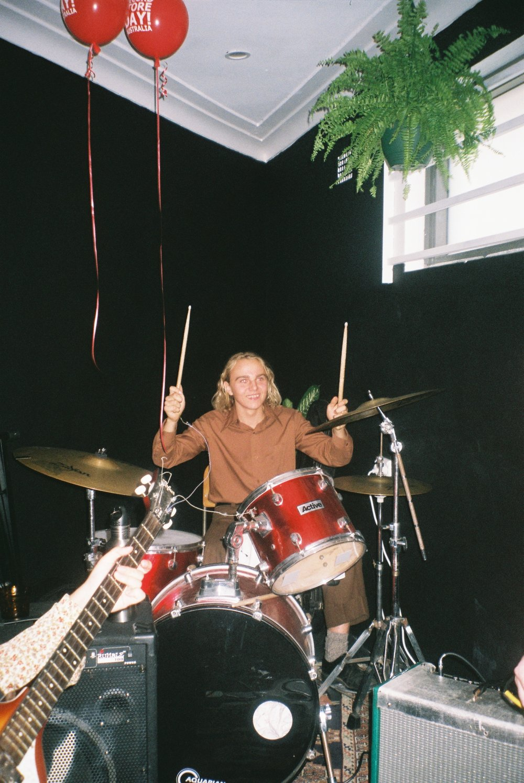 Balloon drummer 2.jpg