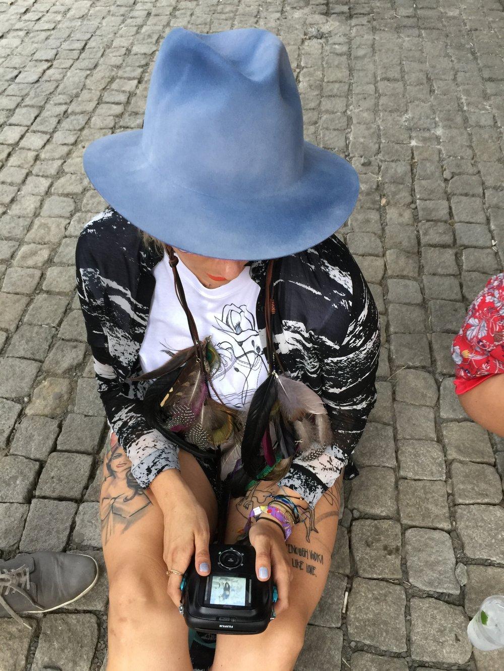 hat/ Tonak , hair jewels/ Carbickovabijoux