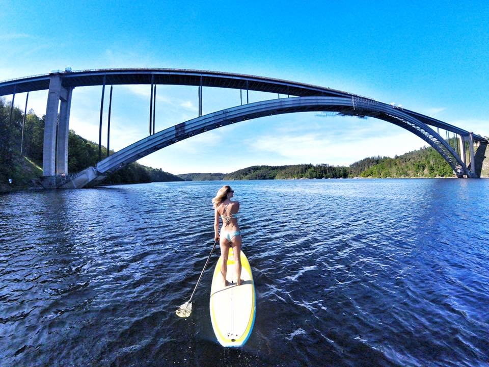 Zvíkovský most. v 18ti letech jsem spolu s Kristýnou skočila BUNGEE JUMPING a loni v létěpřepádlovala z Orlíku až na Slapy.