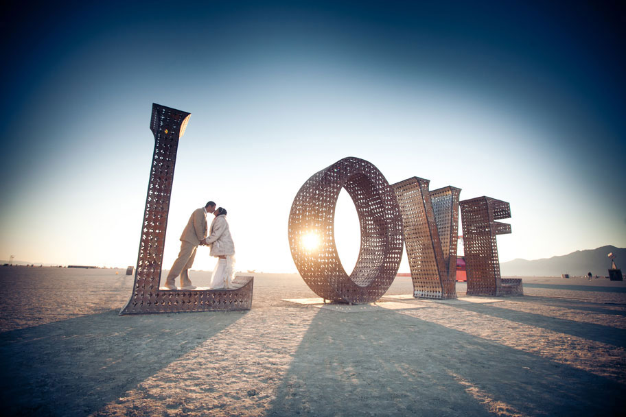 033-burningman-wedding-on-playa.jpg