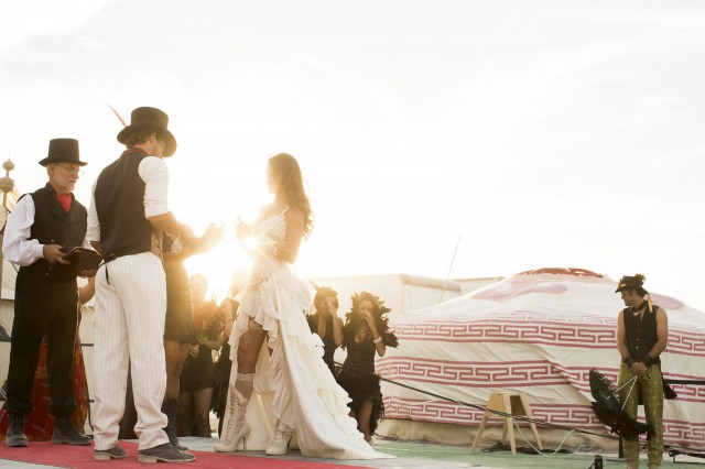 epic-Burning-Man-wedding_MichelleAndDamien-59-640x426.jpg