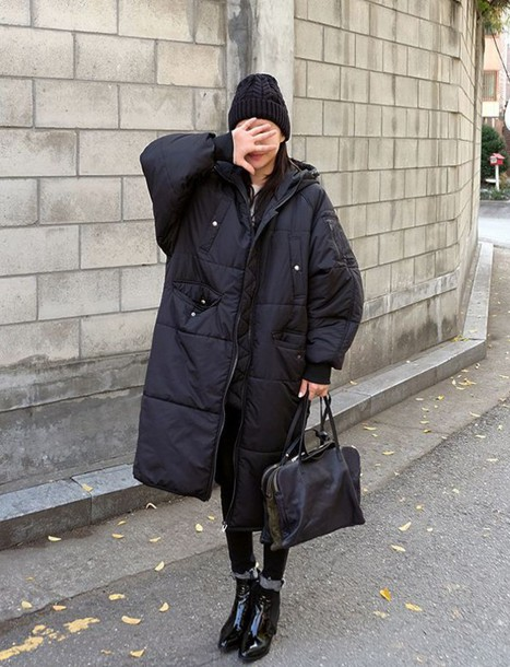 13cvjy-l-610x610-coat-tumblr-puffer+jacket-oversized-black+coat-quilted-bag-black+bag-black+leggings-leggings-boots-black+boots-ankle+boots-patent+shoes-patent+boots-socks-beanie-black+beanie-black.jpg