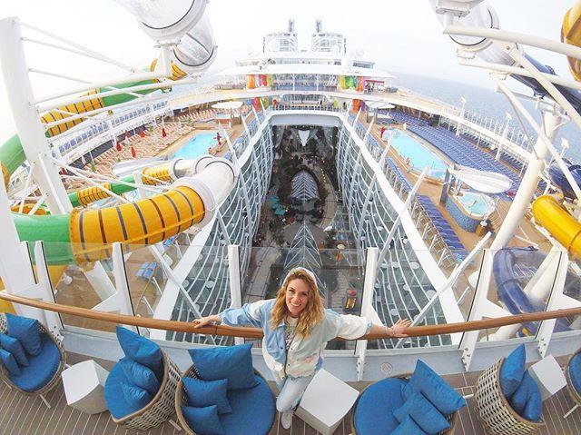 Inaugurační plavba na největší lodi světa @symphonyoftheseasofficial s prohlídkou právě teď na Instastory @nikolmoravcova 💋pokud byste taky chtěli vyzkoušet tenhle netradiční zážitek tak kontaktujte @cruiseandtravel.cz 🚢⚓️#symphonyoftheseas #cruise #royalcaribbean