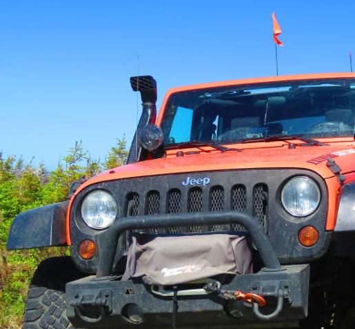 EXTRÊME CHIC-CHOCS   En été: Jeep safari dans l'arrière-pays  En hiver: service de guide de motoneige hors piste