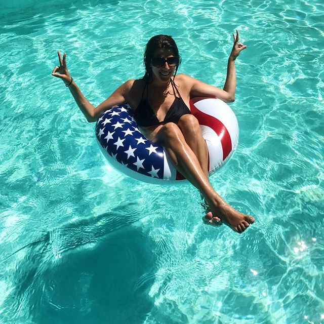 Stars, stripes and floaties ⭐️🇺🇸 | 📷: @smitty7684