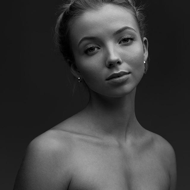 💃Katarina! @katarinahelsengreen 🔥 • • • • • #portraits_ig #pixel_ig#portraiture #expofilm3k #portrait_perfection #portraitstyles_gf #snowisblack #portraits_universe #featurepalette #bleachmyfilm #portraitmood #featurepalette #rsa_portraits #makeportraits #profile_vision #top_portraits#life_portraits #postthepeople #quietthechaos #2instagood #way2ill #justgoshoot #artofvisuals #l0tsabraids #ftwotw #igPodium_portraits #ftmedd #film #kodak