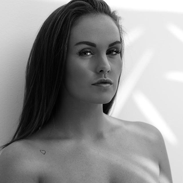 💃Victoria😍🔥! @victoriawith 🔥 • • • • • #portraits_ig #pixel_ig#portraiture #expofilm3k #portrait_perfection #portraitstyles_gf #snowisblack #portraits_universe #featurepalette #bleachmyfilm #portraitmood #featurepalette #rsa_portraits #makeportraits #profile_vision #top_portraits#life_portraits #postthepeople #quietthechaos #2instagood #way2ill #justgoshoot #artofvisuals #l0tsabraids #ftwotw #igPodium_portraits #ftmedd #film #kodak