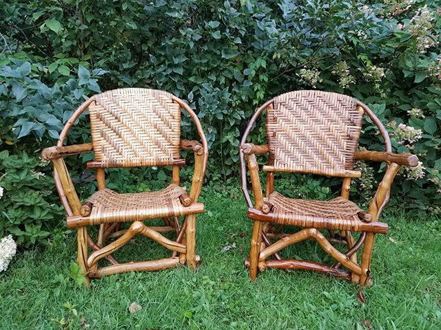 Grapevine chairs. Inner bark of bitternut hickory woven seat. These beautiful, unique chairs will be at the Driftless Area Art Festival  this weekend in Gays Mills, Wi #natureofthingsonline  #naturedesign #naturalwoodproducts #natureinspiration #driftlessareaartfestival #vivagallery #hickorybark #grapevinefurniture