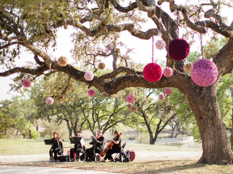 musicians outside.JPG