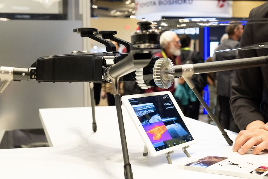 Apollo Robotics shows off The Surveyor at Ouster's CES booth in January 2019