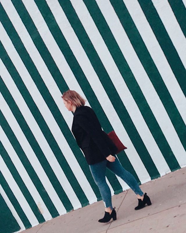 Lines and prints, oh my! 🤩I love prints, even when they're as simple as these vertical lines on a street wall in #WestHollywood. Also helps if your friend @wweggler just happens to be walking past. I couldn't resist. A pop of print puts a smile on my face, so I snapped a pic! 📸 Love local and natural street prints and backdrops like these that make LA the best! 😊 . . . . . . . . . . . #lalalocal #lastreets #locals #visitweho #visitwesthollywood #discoverlosangeles #printwall #stripes #stripesonstripes #wallsofla #lawalls #explorela #goodamerican #gap #lovelylocal #locallovely