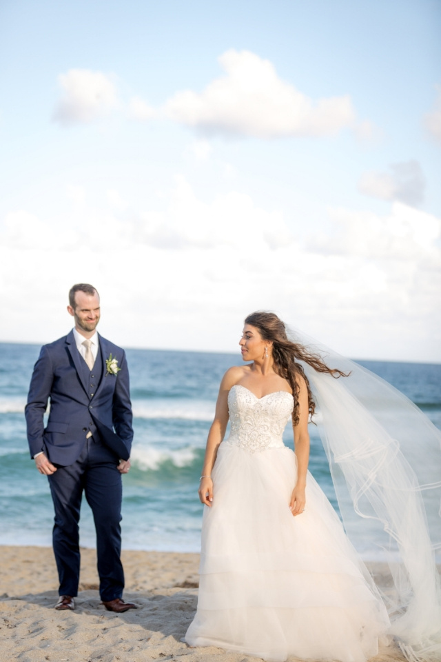 Lynn & Matt - The Tideline Resort in Palm Beach was a perfect location for this ultra chic, tropical wedding.