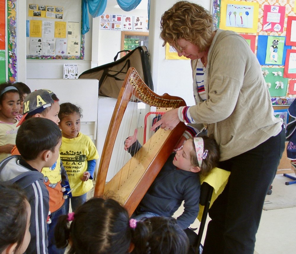 Rebecca Swan teaching children with her Morgan Meadows Harp.