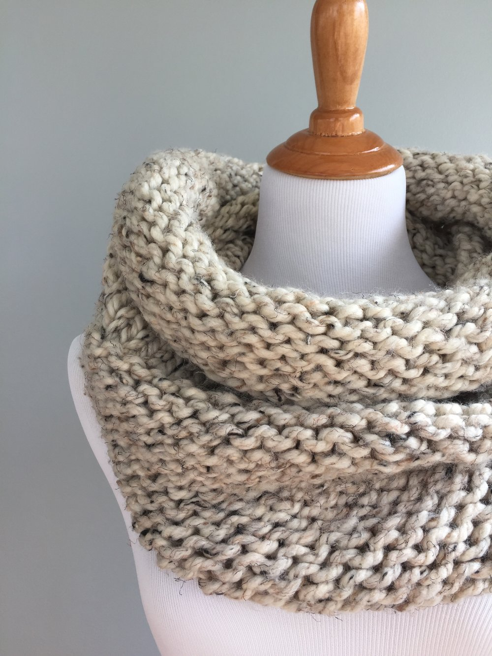 Simple Knit and Purl Cowl Pattern
