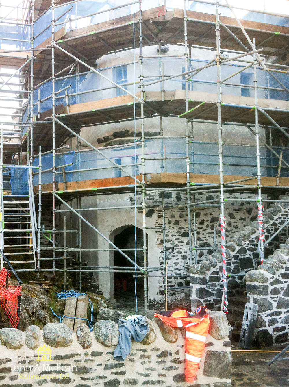 Eilean Donan Castle - courtyard harling