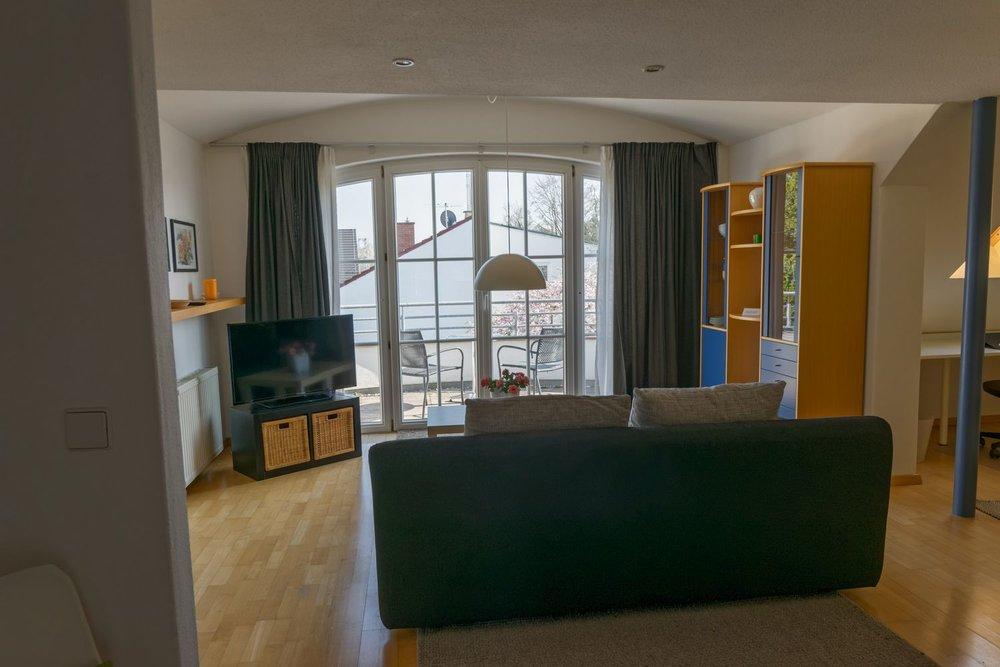 Apartment / Wohnzimmer / Balkon / Terrasse