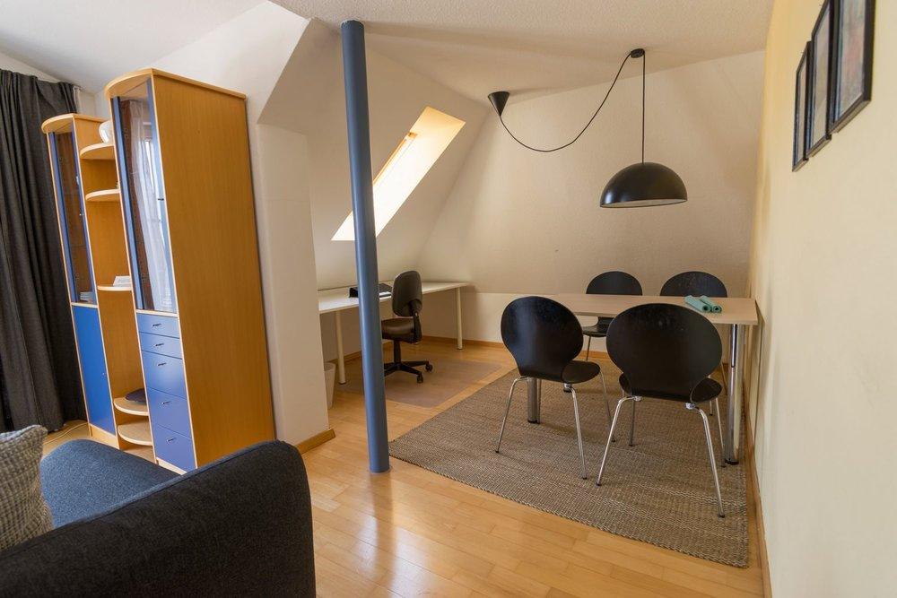 Apartment / Wohzimmer / Esszimmer / Arbeitsplatz