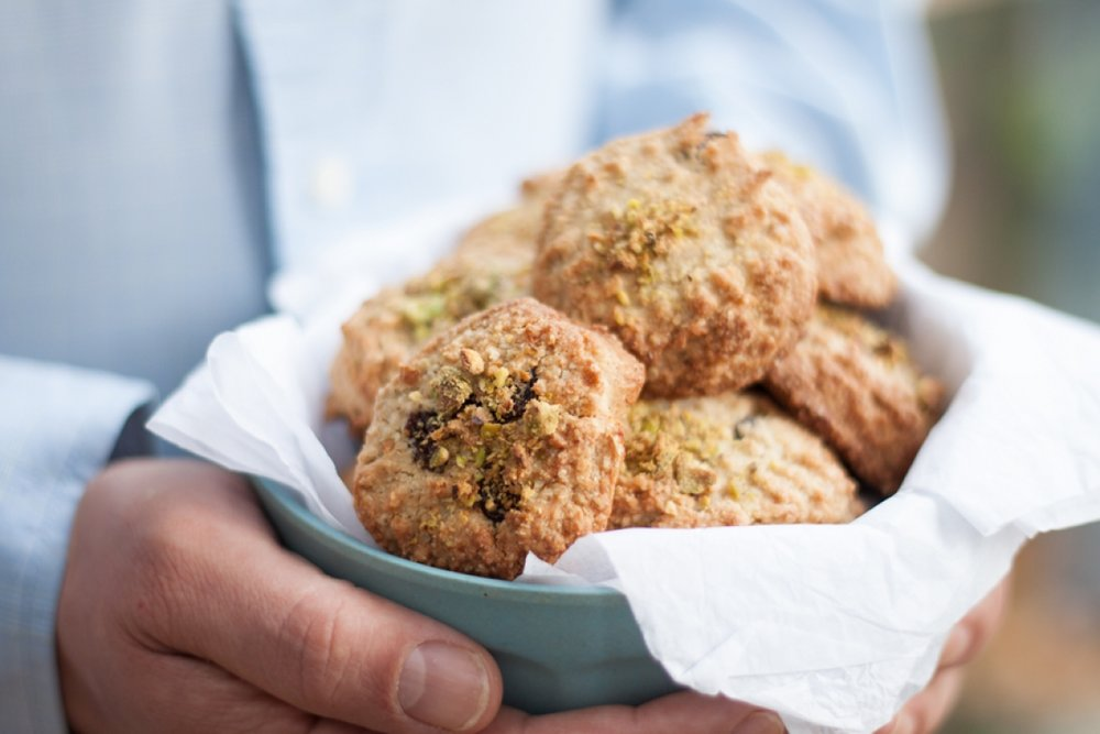 How to make gluten free pistachio and cardamom cookies - The Little Plantation