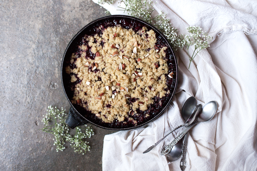 How to make vegan blackberry crumble - The Little Plantation