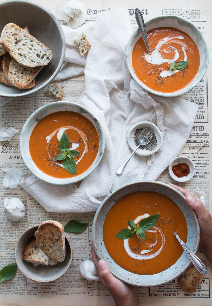vegan-red-pepper-tomato-soup-recipe-image