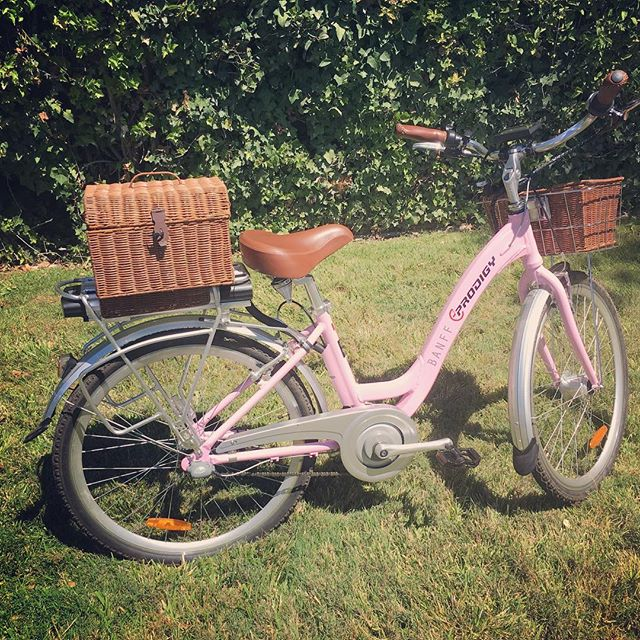 We are so excited about the @eprodigybikes Banff, the newest addition to our store! The boardwalk beach-cruiser style is a classic and there are 7 color options so each family member can let their own style shine. Check out the details here: bit.ly/2AL4p5I #ebikes #electricbike #classybike