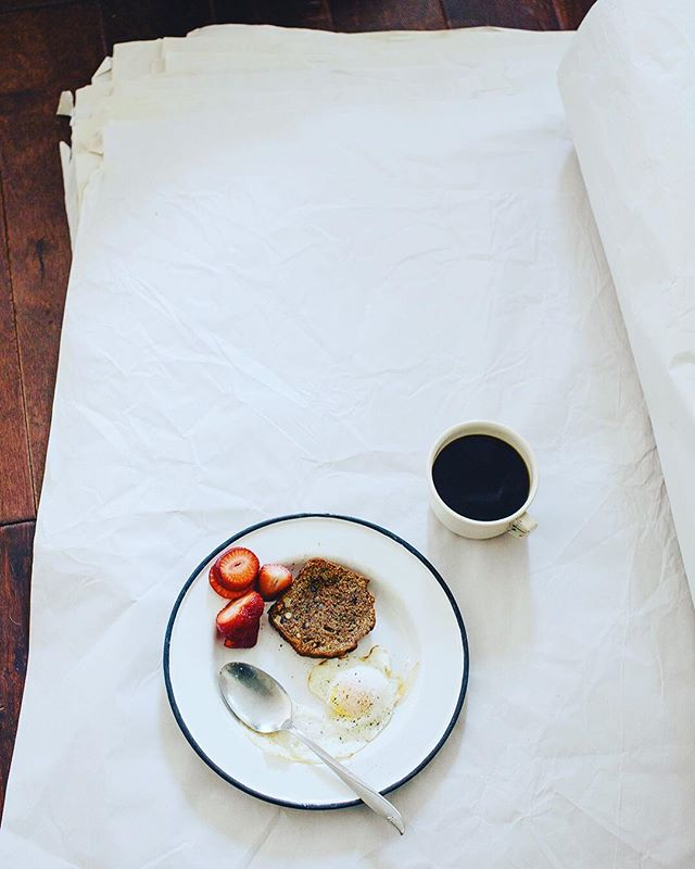 Breakfast is my favorite meal. ☕️🍳This was our last breakfast in our SF place in Nopa, that's why the spoon and the enamelware. And prob the last time I made a zucchini walnut loaf. It's been almost 5 yrs since we moved to Oakland & into our 1926 Spanish house. It feels longer. Time is weird, it seems to get weirder as we get older. Anyone else feel me? Happy sunday.