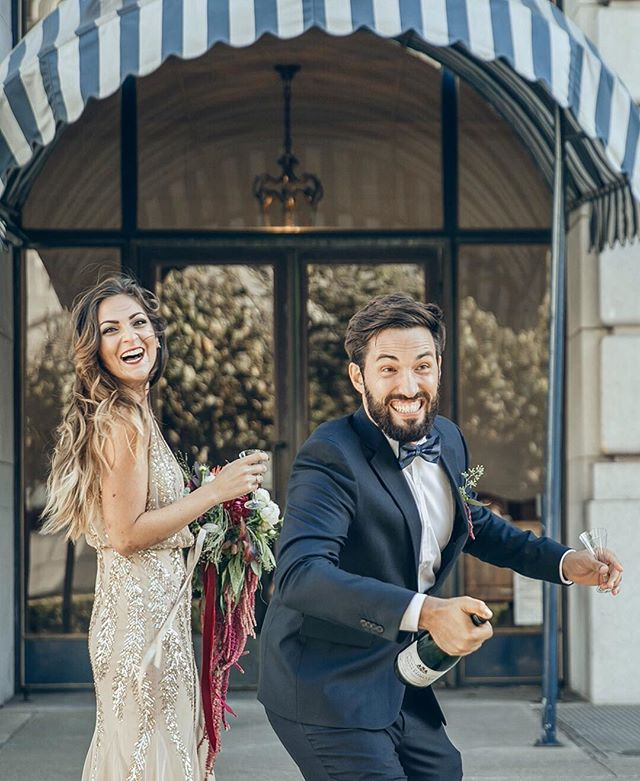 These two beautiful hams. Some folks need little to no direction. These two are hilarious and full of fun. This chic bride also has a gorgeous creative IG feed. She makes SF look so romantic. And she has such an eye for creative direction with her imagery & color palette.👌 @carolifornia Happy Friday! 🥂 🍾