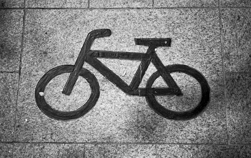 Photograph of a bicycle graphic on the ground in Seoul, South Korea
