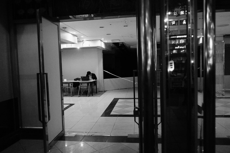 An empty store on Gangnam Road, Seoul
