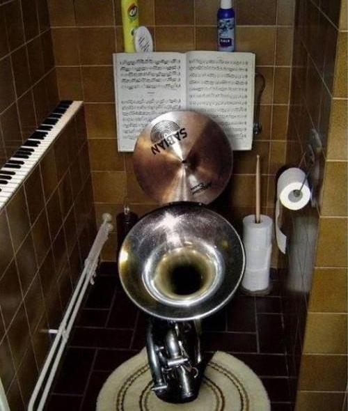 Instrumental Toilet