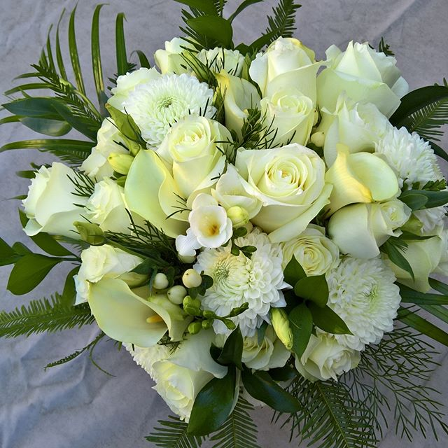 More photo's of S' beautiful tropical bouquet #bridalbouquet #tropicalbouquet #nofilter #weddingflowers #weddingflowersmelbourne #melbourneweddingflorist #melbournewedding #flowers #weddingflorist