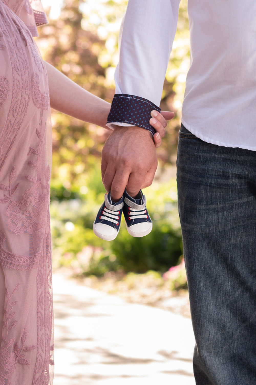 maternity-outdoor-photo-shoot-holding hands.jpg
