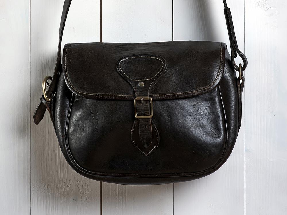 Shotgun cartridge leather bag